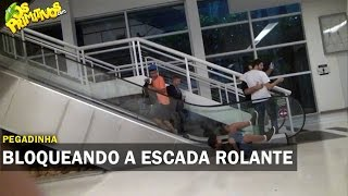 PEGADINHA - BLOQUEANDO ESCADA ROLANTE DA XMA - RIO DE JANEIRO