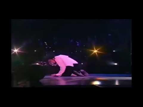 Майкл джексон упал в обморок когда выступал - DomaVideo.Ru