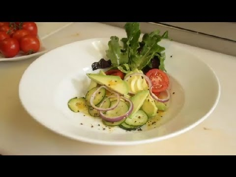 South American Recipe: How to Make a Fresh Peruvian Avocado Salad with a Red Wine Vinaigrette