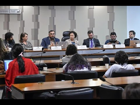 Justiça Eleitoral e plataformas sociais têm que atuar mais contra fake news, dizem debatedores