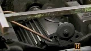 بالفيديو.. مراحل صناعة القلم الرصاص