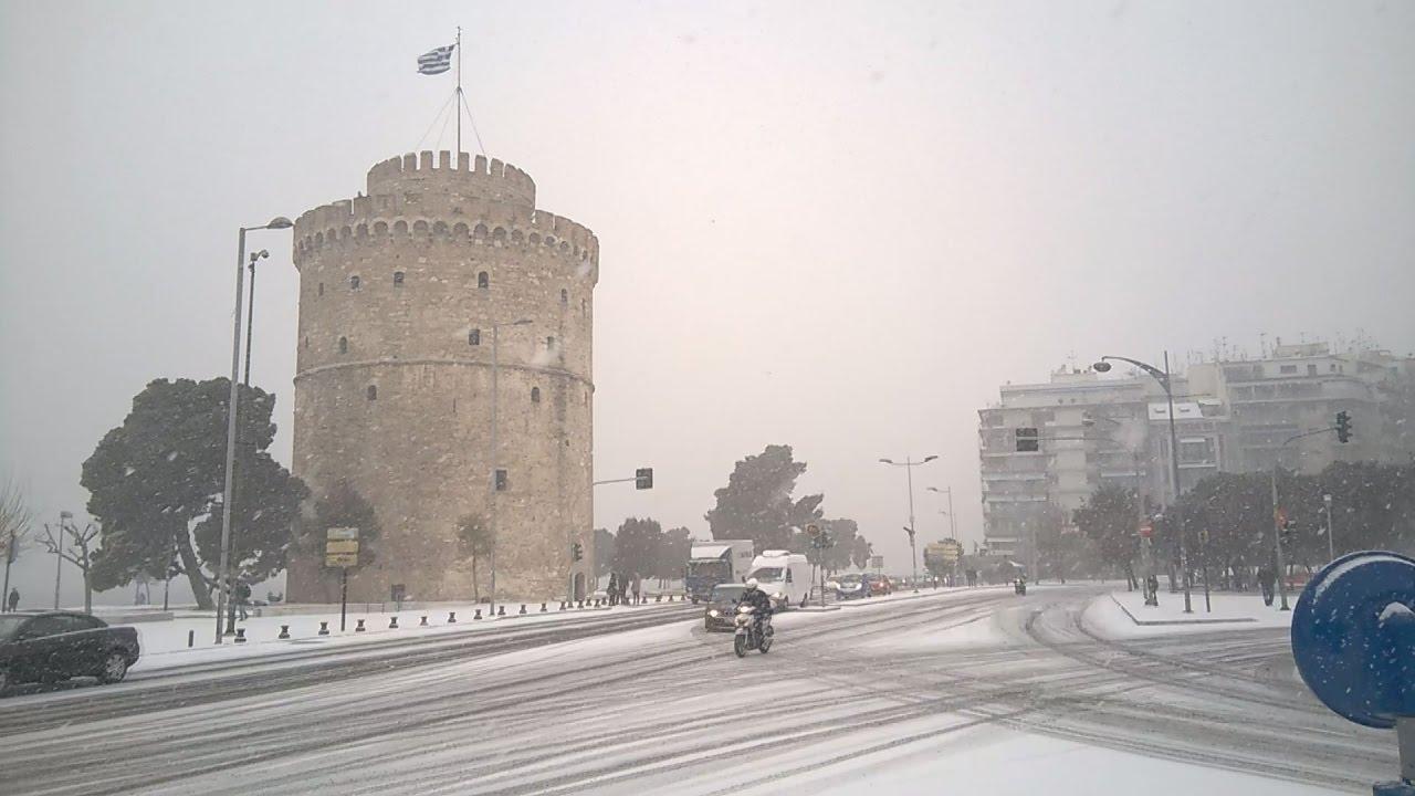 Θεσσαλονίκη: Προβλήματα από την έντονη χιονόπτωση και στο κέντρο της πόλης