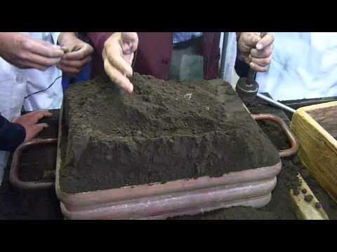moldes de aluminio - Proceso manual de fabricación de un molde no permanente de arena verde para un proceso de fundición de aluminio. Se utilizó como modelo una pieza terminada d...