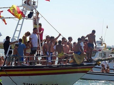 Tradicional Cucaña celebrada en Isla Cristina