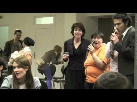 Mezüzerakás utáni buli – kiszivárgott video egy laza ünneplésről :))