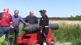 Kanon Japie wordt overgedragen aan de Spakenburgse batterij