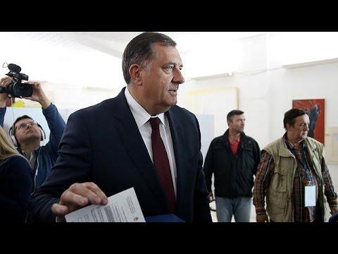Βοσνία: Κανονικά διεξάγεται το επίμαχο δημοψήφισμα