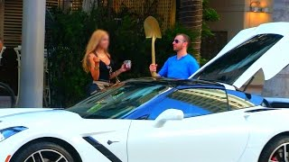 Najpierw kazała mu spi*rdalać! Gdy zobaczyła jego auto szybko zmieniła swoje zdanie!