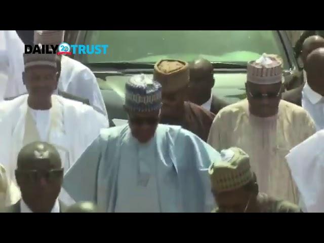 2019: Presidency replies Tambuwal as Buhari treks 800 metres