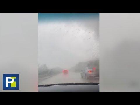 Los gritos de una aterrada mujer al percatarse de que viaja a pocos metros de un enorme tornado