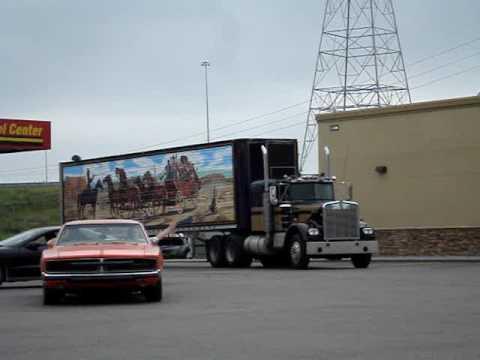 Грузовики Smokey and the Bandit Kenworth truck, Dukes of Hazzard General lee, and Rosco's Patrol car. 5 13 09
