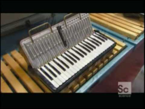 accordion - Science Channels' How Its Made: Accordion.