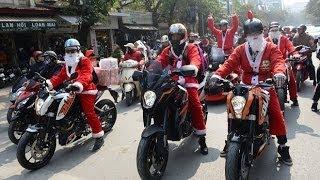 Phát Quà Noel Bằng  Moto KTM Tại Việt Nam
