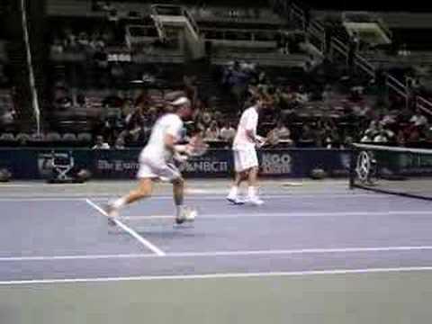 Teimuraz y Marat Safin jugando dobles