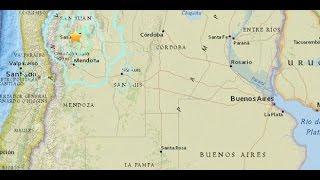 """Un terremoto de magnitud 6.4 en escala de Richter se sintió este domingo en Argentina, según reporte de agencias internacionales.El epicentro estuvo localizado en la provincia de San Juan por lo que también fue sentido en el norte y centro de Chile, informó el Instituto Nacional de Prevención Sísmica argentino (Inpres).La magnitud, que inicialmente se reportó como de 5,6, fue revisada y confirmada en 6,4 por el centro, bajo la clasificación de """"sismo sentido revisado por un sismólogo"""".El movimiento se produjo alrededor de las 17:57 hora local (15:57 en Ecuador) con epicentro a unos 19 kilómetros al suroeste de San Juan, en la provincia homónima, a unos 130 kilómetros de profundidad.Posterior al movimiento se sintieron al menos tres réplicas en la misma región de magnitudes 3,7, 3 y 4 según datos preliminares."""