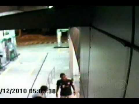 G1 - Imagens mostram assalto a posto de gasolina em Niterói - notícias em Rio de Janeiro.mp4