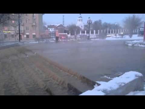 В столице Бурятии бьет фонтан из фекалий, соцсети юморят: Это…