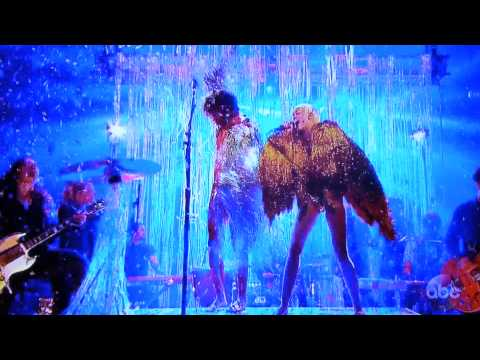 Miley Cyrus - Lucy In The Sky With Diamonds (ft. The Flaming Lips) lyrics