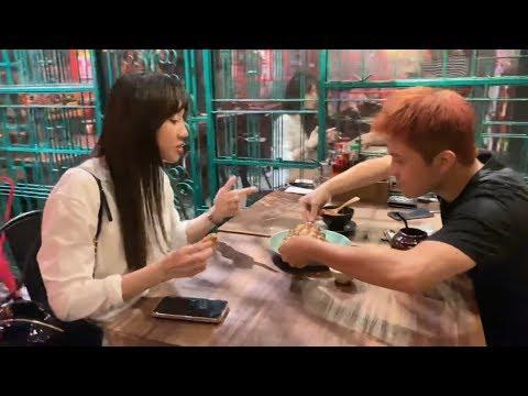 Trấn Thành chửi Hariwon xối xả vì giành ăn với Gin Tuấn Kiệt   A Mà Kitchen - Thời lượng: 3:25.