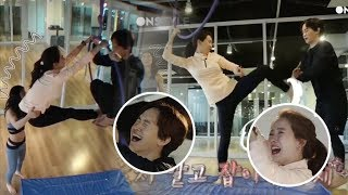 Video Song Ji Hyo and Her Brother's Funny Non-Stop Bickering While Doing Aerial Yoga MP3, 3GP, MP4, WEBM, AVI, FLV Agustus 2018