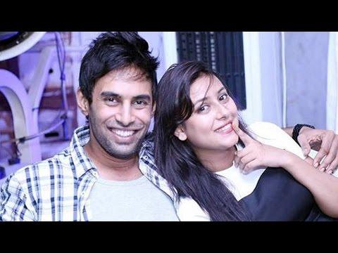 Pratyusha Banerjee Kisses Her Real Life Boyfriend