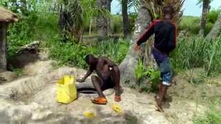 Guiné-Bissau Rapaz ke papia pepel fasi brincadera na Bulanha de Bor Bulanha Bor Guiné-Bissau teatro cômico urbano - jovem que fala pepel Giovani di etnia ...