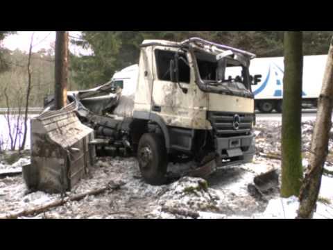 Burgwald: Milch-Lkw überschlägt sich