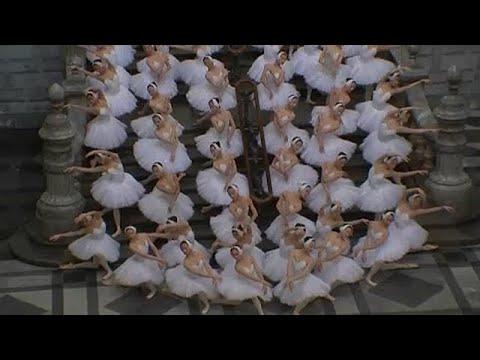 Χορεύοντας με τους… «κύκνους» στο σταθμό της Αμβέρσας
