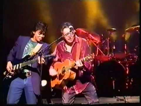 Tommy and Phil Emmanuel, rock guitar medley, France, 2001. AMAZING PERFORMANCE!!!