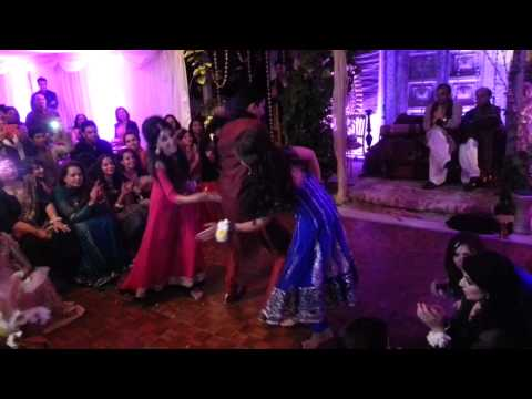 mehndi dance - Best friends wedding Balam pichkari second hand jawaani garba.