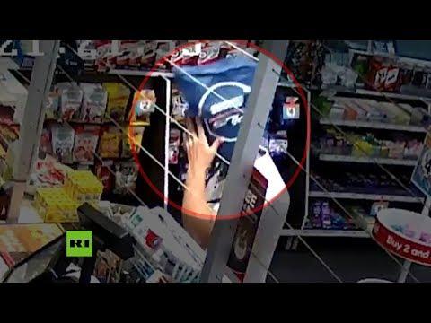 Hombre asaltó una tienda con una bolsa en la cabeza que después usó para robarse varios paquetes de cigarrillos