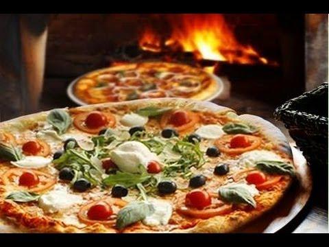 Pizza napoletana  fatta in casa ,impasto base