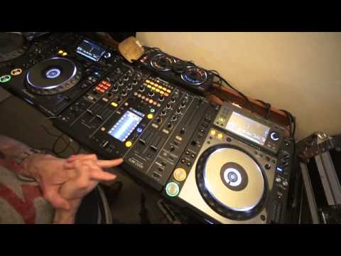 DJ LESSON ADVISE ON  MIXING OLD SCHOOL DISCO BY ELLASKINS THE DJ TUTOR