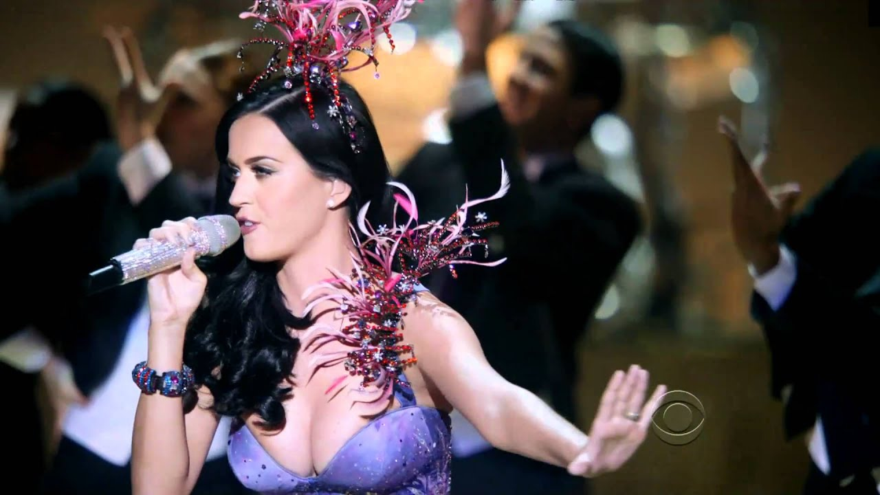 ★FIREWORK★ Sexy Katy Perry Sings at the Victoria's Secret 2010 Runway Show