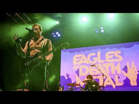Γαλλία: Οι Eagles of Death Metal ξανά στη σκηνή μετά τις επιθέσεις στο Παρίσι
