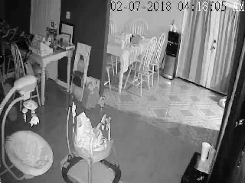 العرب اليوم - شاهد  كاميرا ترصد «شبحًا» يتحرك نحو سرير طفل بطريقة مرعبة