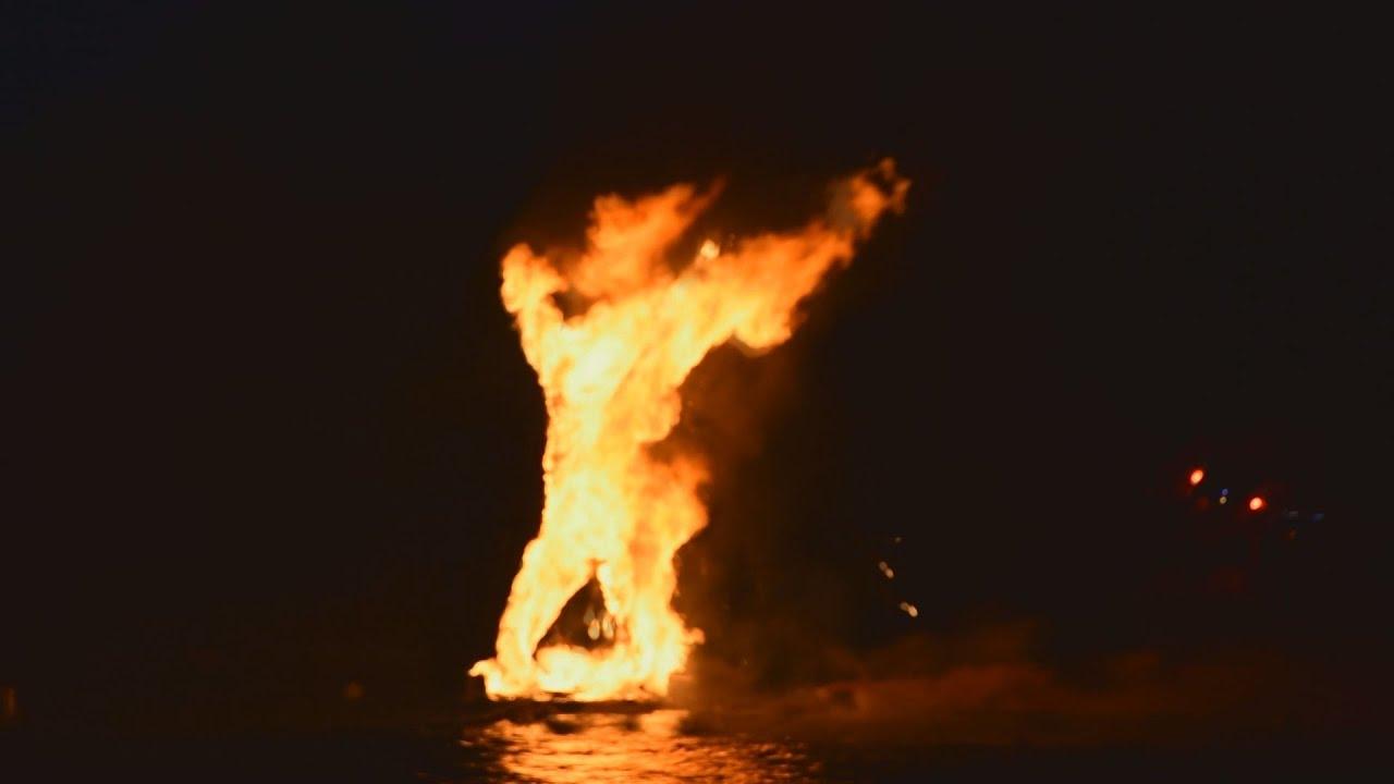 Έκαψαν τον Ιούδα μέσα στη θάλασσα