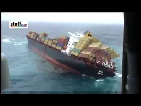 Крушение контейнеровоза