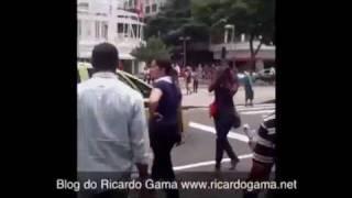Acusada de cobertura tendenciosa contra a greve no Rio, TV Globo é obrigada a deixar manifestação sob vaias e xingamentos; veja o vídeo