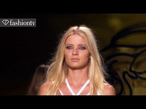 fashion - http://www.FashionTV.com/videos MILAN - FashionTV presents models Natalia Siodmiak, Mijo Mihaljcic, and Zuzanna Bijoch who walked in Spring/Summer 2014 shows...