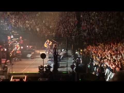 St. Paul - Pearl Jam performing live at the Xcel Energy Center in St. Paul, MN in October of 2014. This was during their Lightning Bolt Tour, and was their first time b...