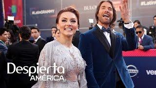 Sebastián Rulli llegó listo para lucirse como conductor de los premios Latin Grammy 2016, respaldado por su novia y cómplice, la bella actriz Angelique Boyer.