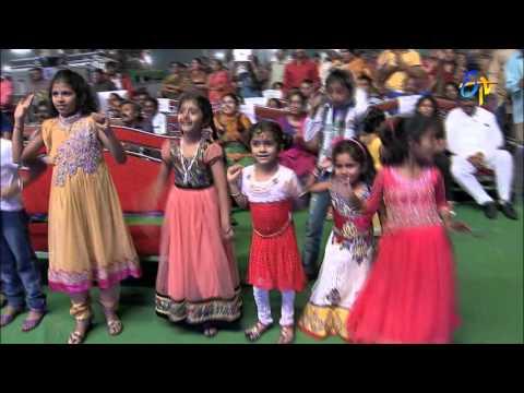 Hemachandra-Ranina-Reddy-Performance--Banthi-Poola-Janaki-Song-in-Ongole-ETV-20-Celebrations