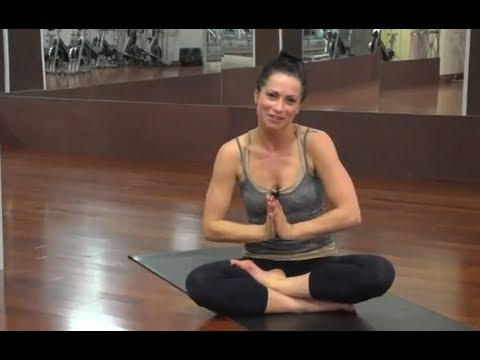 yoga - Tara Carpino leads you through a 17 minute yoga routine designed to either help wake you up in the morning or give you an evening energy boost! The routine i...