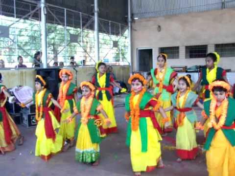Video ORE BHAI PHAGUN LEGECHE BONE BONE DANCE download in MP3, 3GP, MP4, WEBM, AVI, FLV January 2017