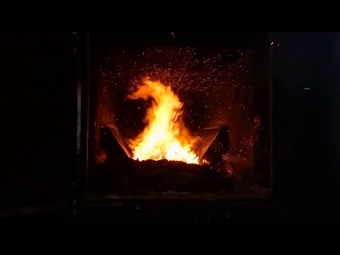 The Glenwood 7070 Multi-Fuel Biomass Boiler - Review and Firebox in Action