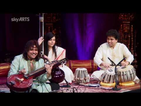 darbar - Rajhesh Vaidhya playing the his modified, amplified Veena at the Darbar Festival at the Kings Place in London on 4th April 2010. He is playing Raag Kafi (Esp...