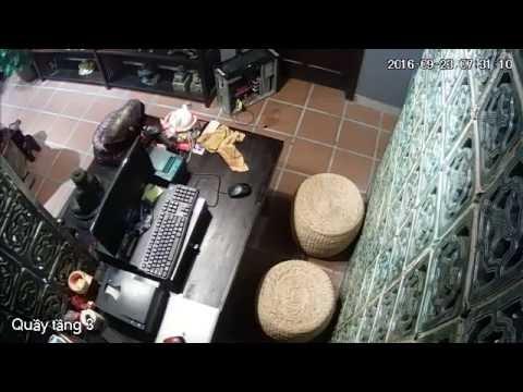 Camera giám sát quầy thanh toán ở cửa hàng