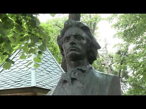 Șeful statului a depus flori la bustul marelui poet Mihai Eminescu