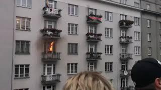 Uczestnicy Marszu Niepodległości podpalili mieszkanie, bo plakat Strajku Kobiet